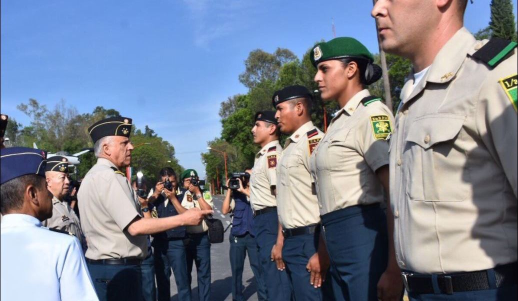 Militares reciben uniforme para eventos civicos