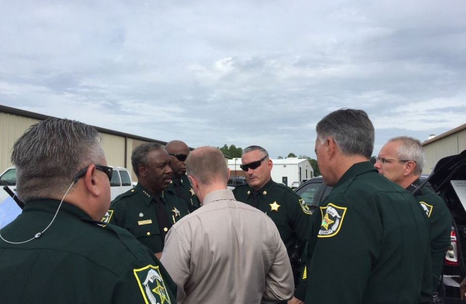 Sheriff investiga asesinato en una empresa