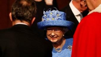 Sombrero de la reina Isabel causa revuelo