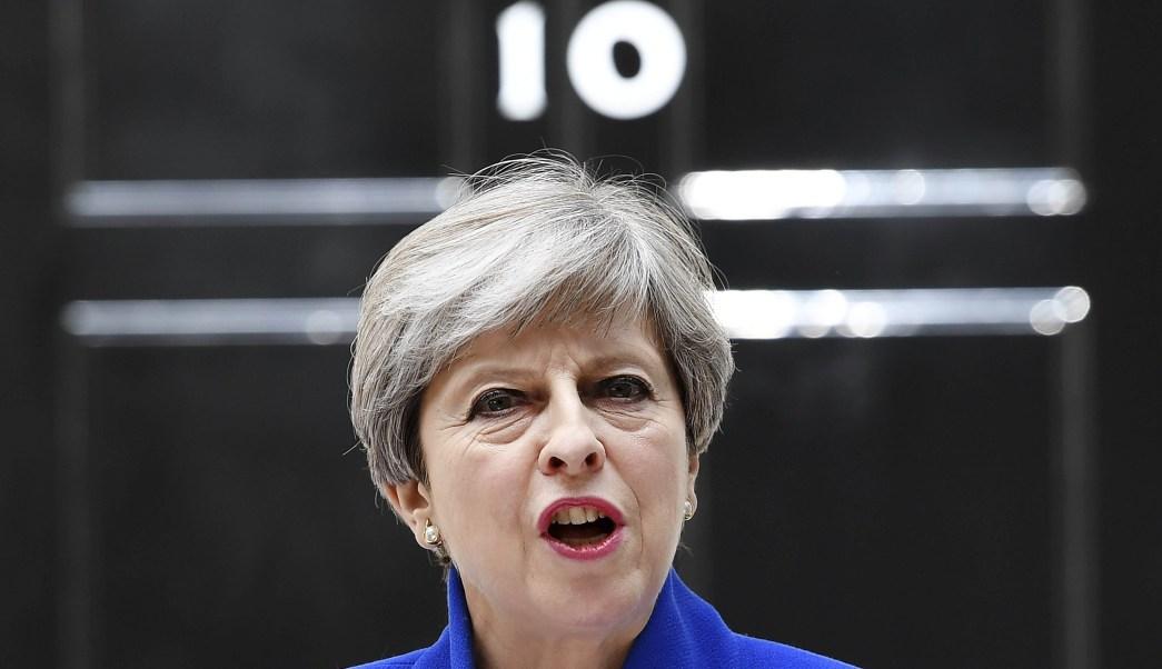 Theresa May frente a Downing Street 10 (EFE)