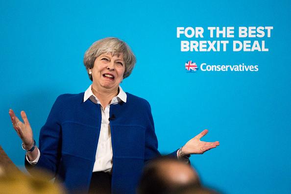 Theresa May hace campaña en Wolverhampton