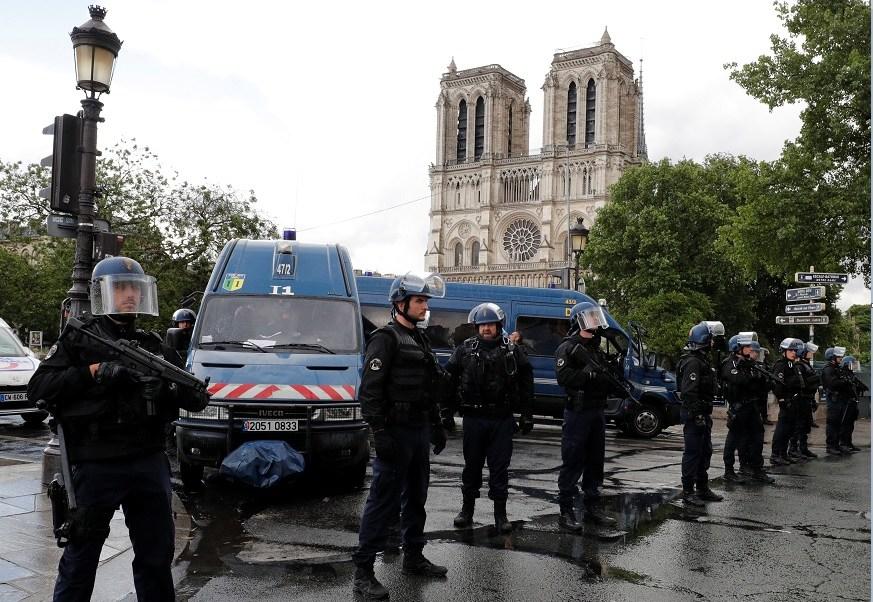 París, terrorismo, Estado Islámico, video, Notre Dame, ataque,