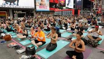 Yoga, Nueva York, Times Square, meditación, verano, celebración,