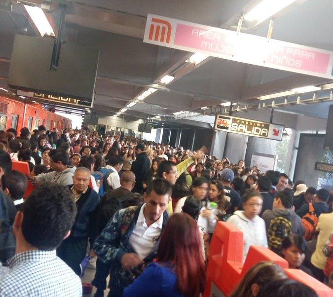 Usuarios del Metro reportan que cerraron la estación CU de Línea 3