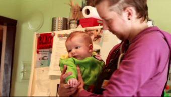 Lucha padre, registrar bebé, sin género, Canadá