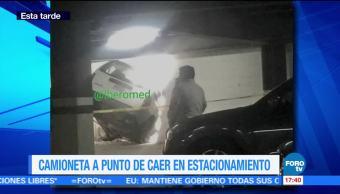 Camioneta, A Punto De Caer, Bosques De Las Lomas, Estacionamiento