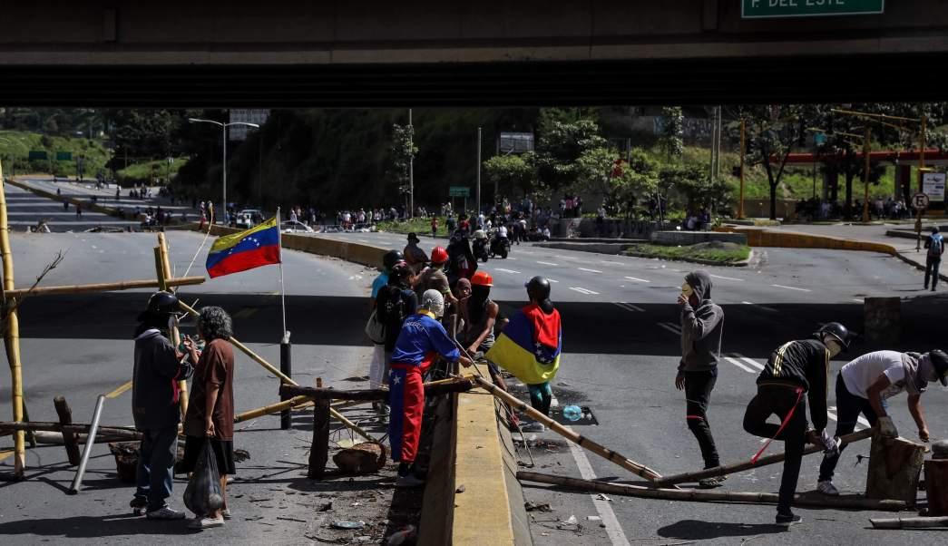 Manifestantes Barricada Bloqueo Venezuela Asamblea Constituyente