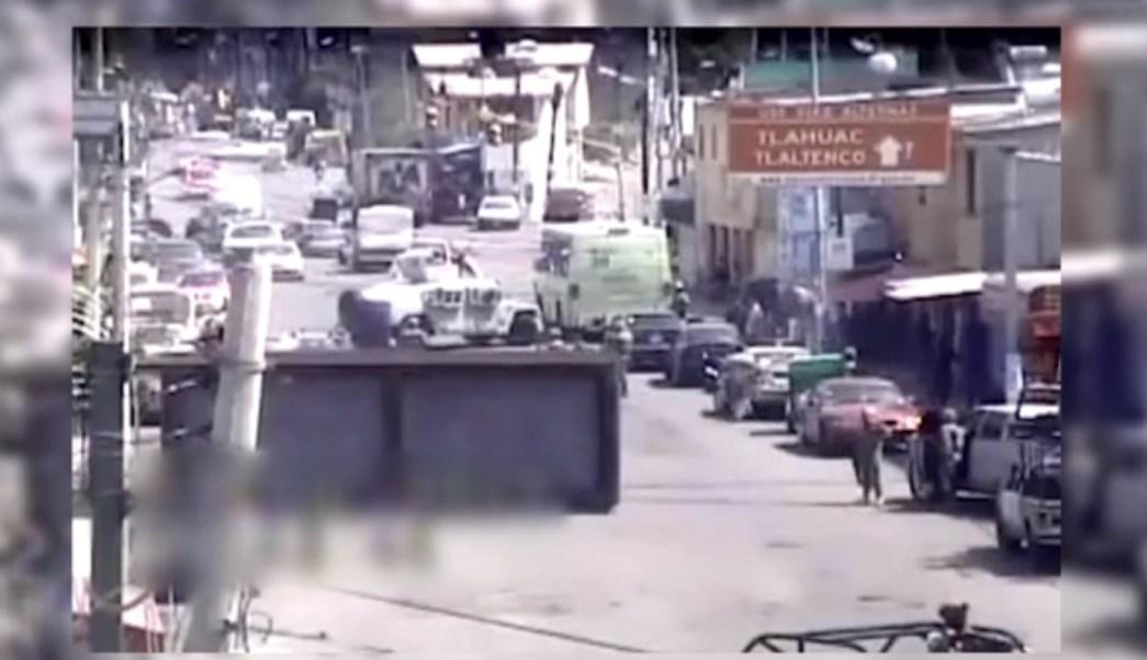 Marinos cierran una calle en la delegación Tláhuac