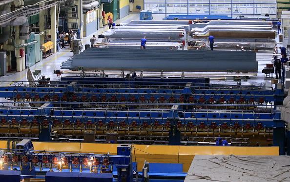 Actividad en fábricas de Estados Unidos crece con fuerza en junio