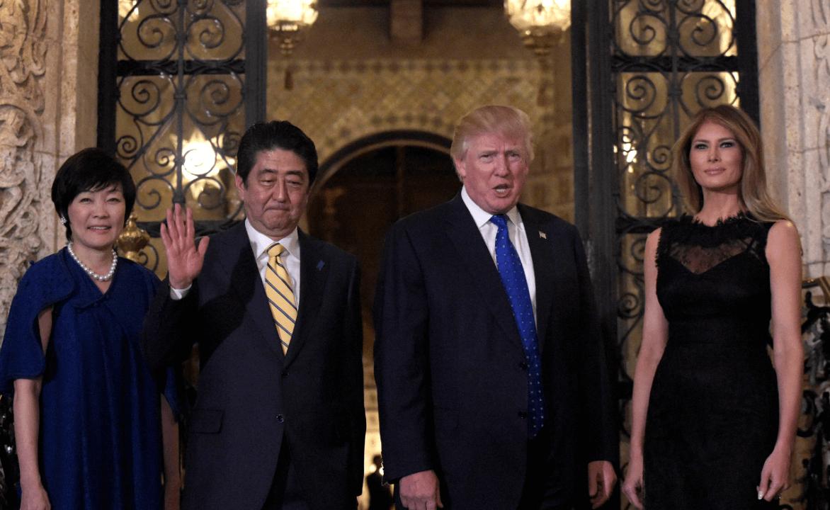 Akie y Shinzo Abe junto al matrimonio Trump en Florida