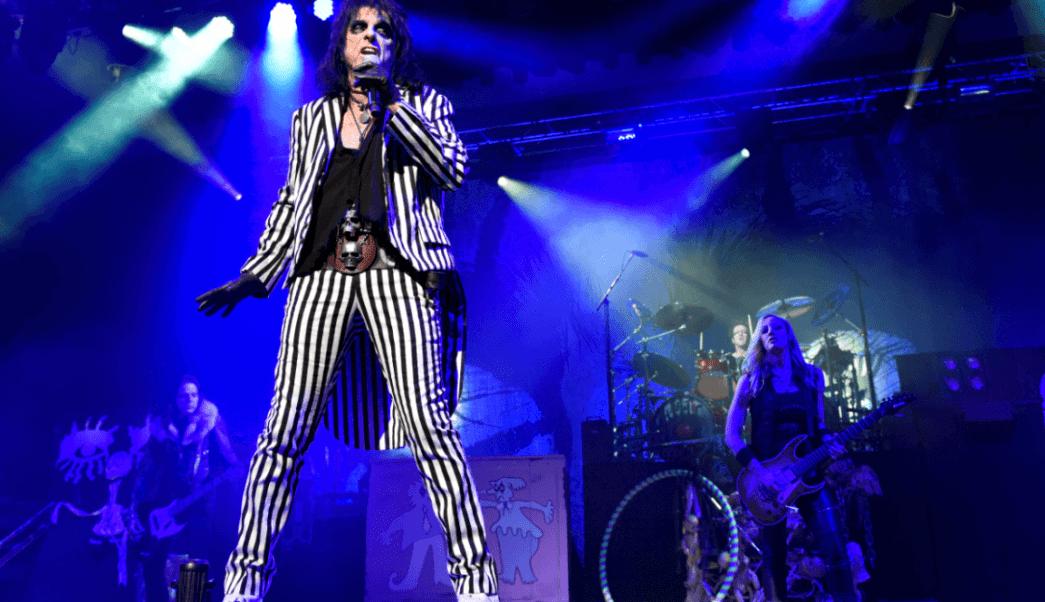 Alice Cooper durante un concierto en Merrillville, Indiana