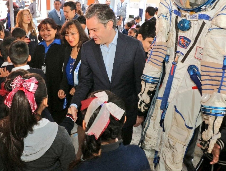 Aurelio Nuño visita escuela en la CDMX