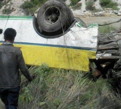 Autobús cae al precipicio en India; hay 28 muertos