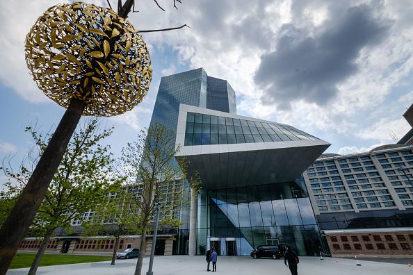 Inversionistas en Bolsas europeas aguardan noticias del BCE
