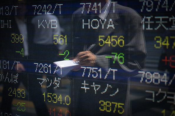 Pizarra con resultados de la Bolsa de Tokio