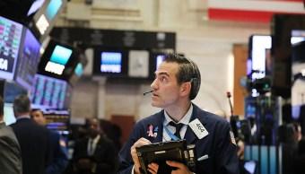 Bróker en el piso del NYSE en Wall Street