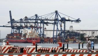 Buque de carga en el puerto de Veracruz, México