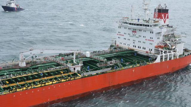 Autoridades británicas, colisión, barco petrolero, carguero, hidrocarburos