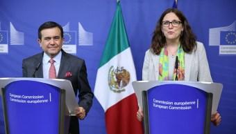 Cecilia Malmstrom e Ildefonso Guajardo en conferencia de prensa
