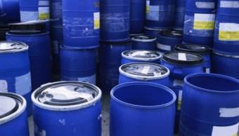 Contenedores para almacenar liquidos apilados