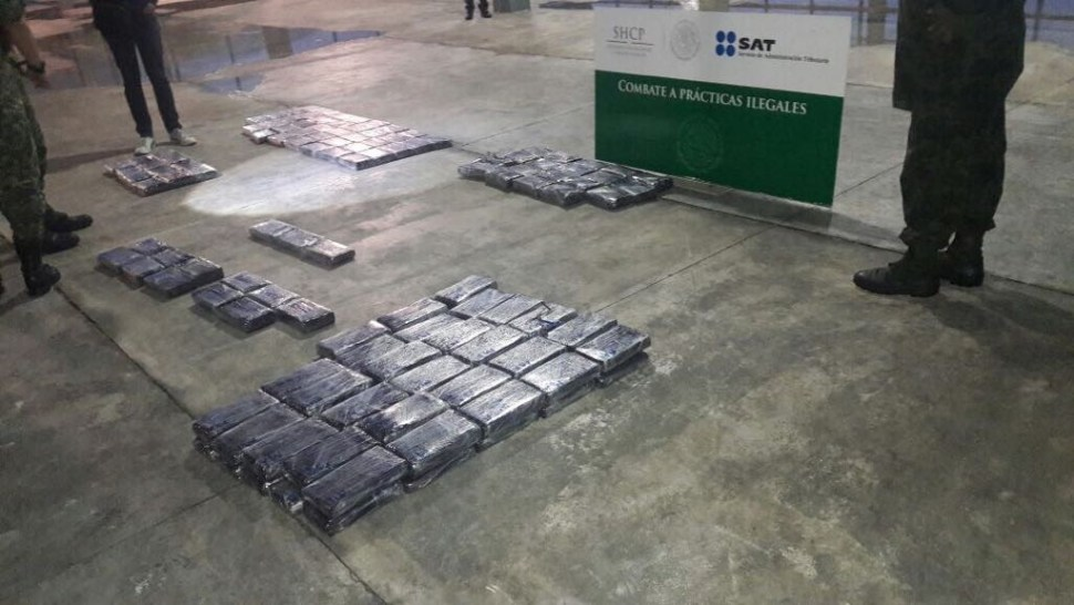 Decomisan en Huixtla, Chiapas, 140 paquetes de cocaína en autobús de pasajeros