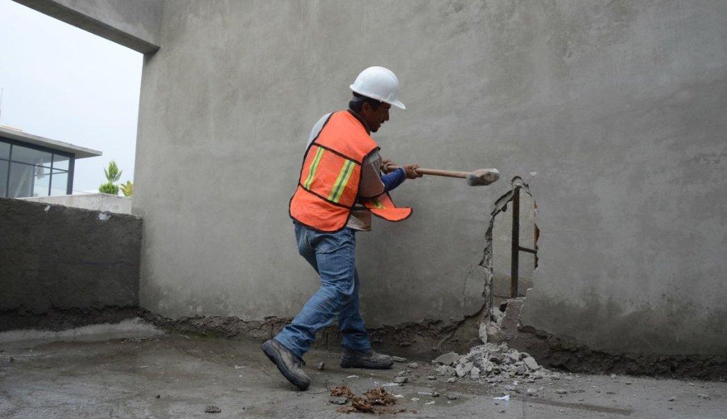 Demolición de construcciones irregulares en la CDMX