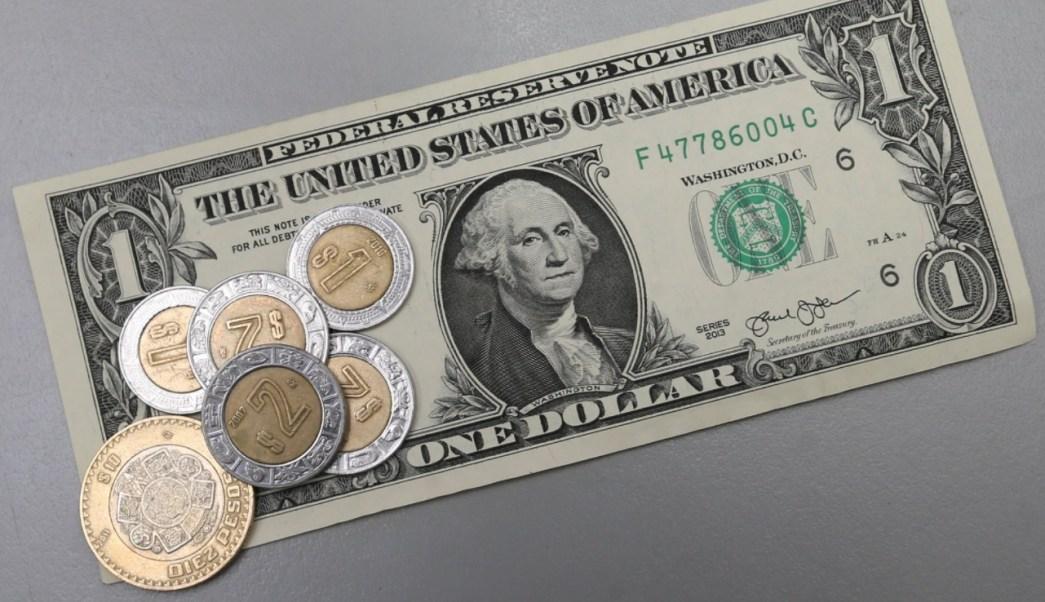 Dólar cierra semana baja termina pesos