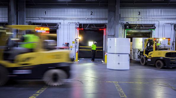 Pedidos a fábricas estadounidenses se desplomaron más de lo anticipado por especialistas