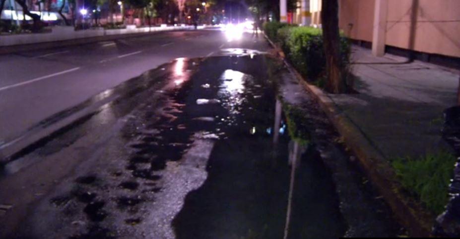 Se derraman miles de litros de agua sobre calzada de Guadalupe
