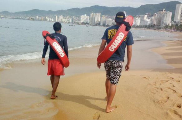 Acapulco, Guerrero, Marea Alta, Guardavidas, Alto Oleaje, Turismo