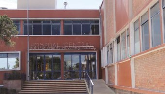 La joven mujer ingresó al Hospital Central. (Hospital Central Archivo)