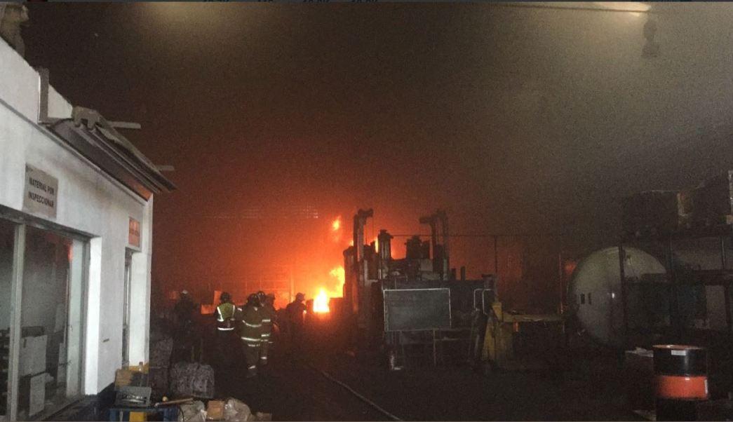 Bomberos atienden incendio en Nuevo Leon