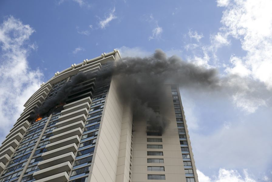 Incendio, Honolulu, Hawaii, Estados Unidos, tres muertos, heridos, Bomberos