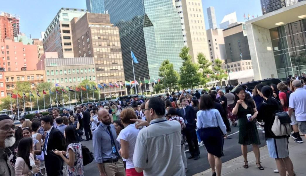 Desalojan la sede de la ONU en New York por alarma de incendio (Twitter: @GioTarraf)