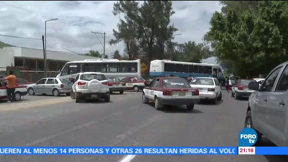 Integrantes, CNTE, realizan bloqueos, Oaxaca, exigen, contratación, estudiantes