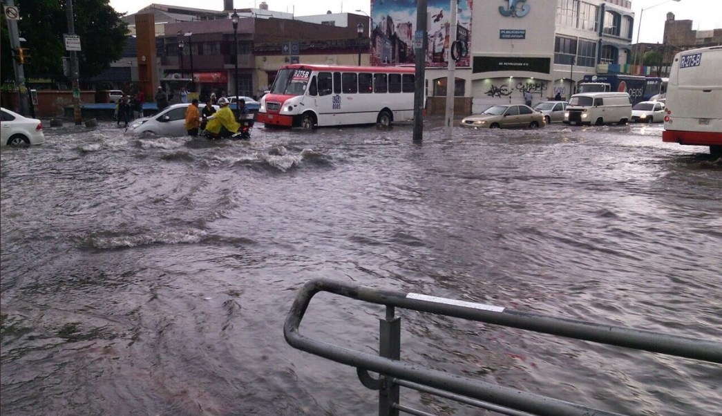 Lluvia afecta vialidades varios municipios Jalisco