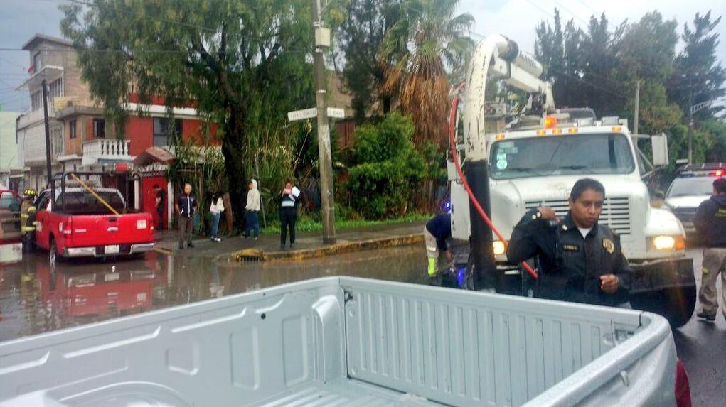 Lluvia provoca encharcamientos e inundaciones en zona oriente de la CDMX
