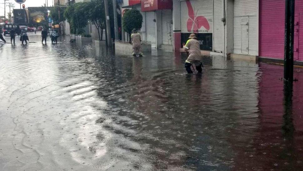 Lluvia afecta instalaciones del ISSSTE en Iztapalapa