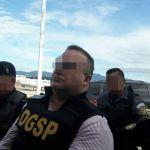 Javier Duarte es escoltado por policías antes de su extradición