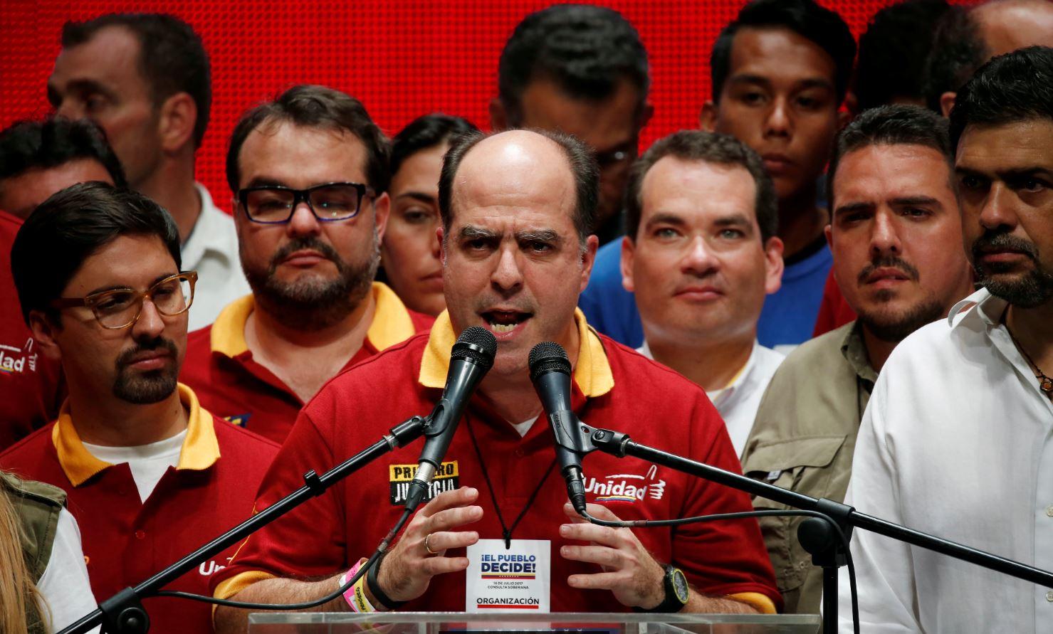 Nicolás Maduro quedó 'revocado' con resultado de plebiscito, sostiene oposición