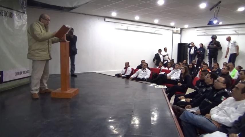 Servando gomez la tuta ofrece un discurso