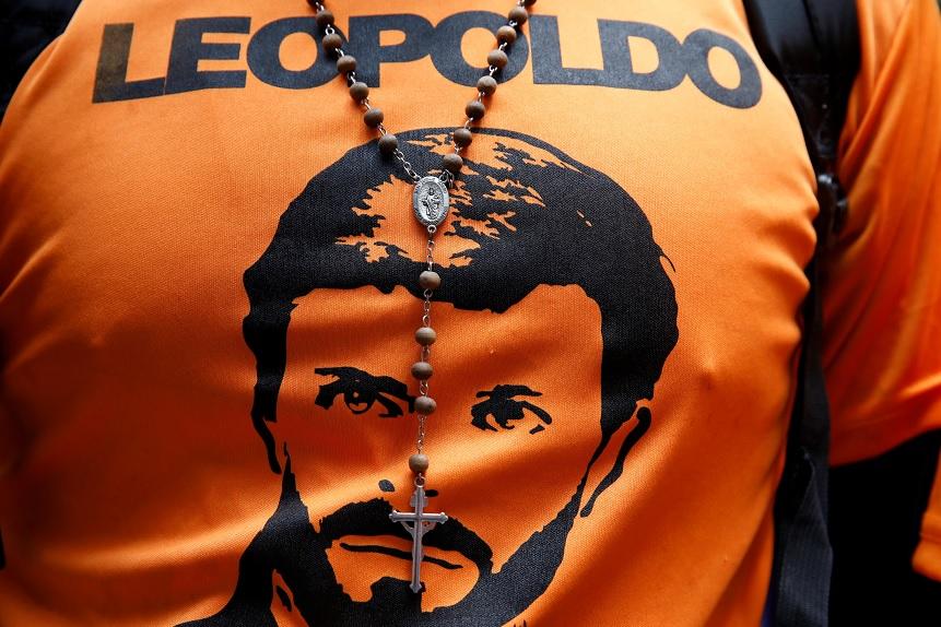 Opositor Venezolano, Leopoldo López, sale de prisión