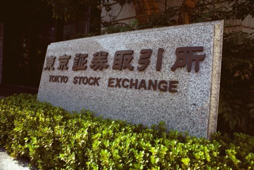 Letrero en el Tokyo Stock Exchange en Japon