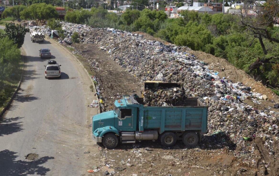 Comienza retiro de desechos en el Atoyac