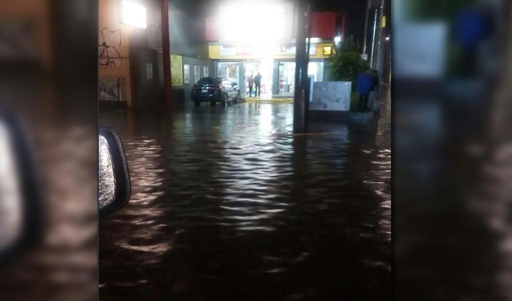 Intensa lluvia afecta a varias vialidades de la Ciudad de México
