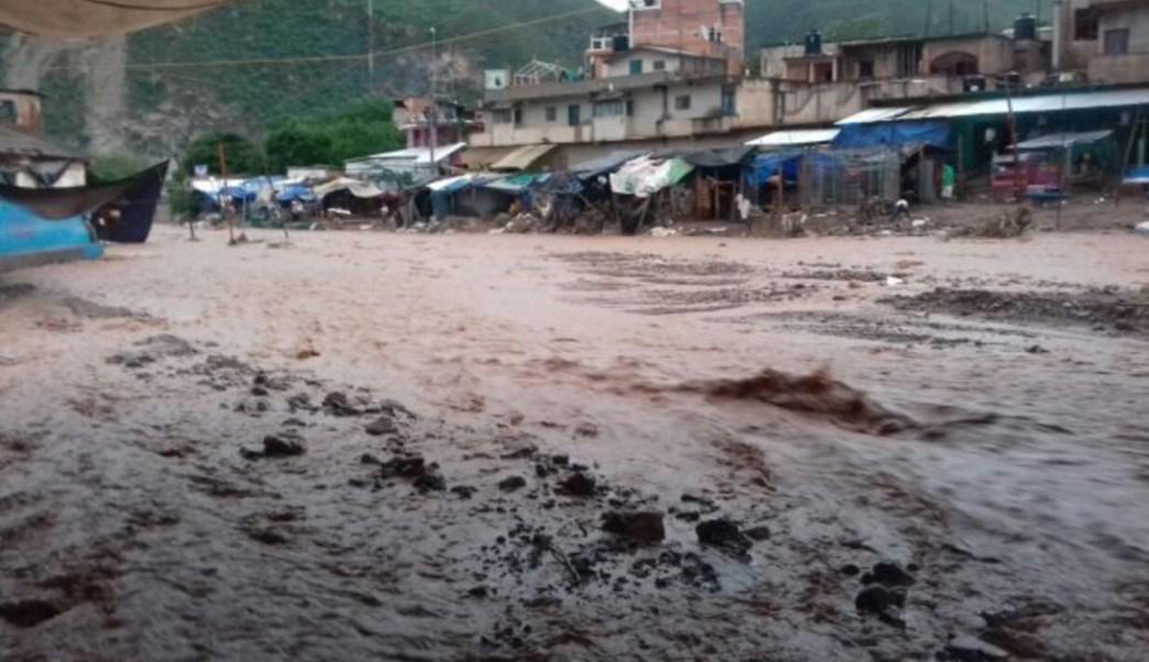 En Acapulco miles viven en zonas de riesgo. (Twitter @liberacion_gro)