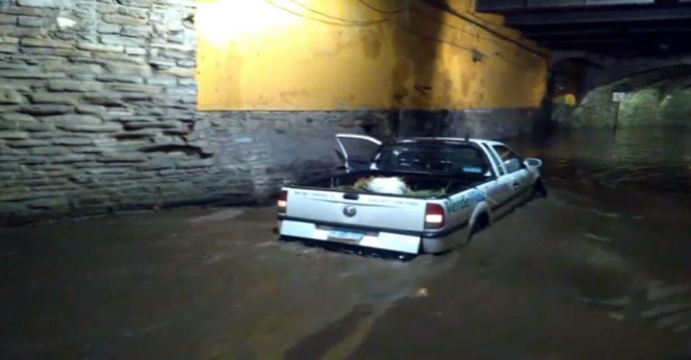 Lluvias en Guanajuato afectan vialidades y deja varados a varios vehículos