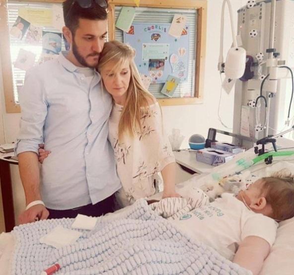 Padres Bebe Charlie Gard Hospital Enfermedad