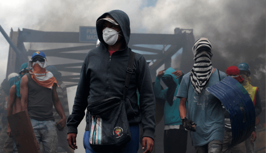 Manifestantes protestan en Barquisimeto, Venezuela, contra Asamblea Constituyente