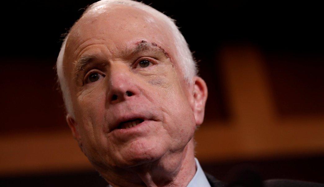 Mccain vota ley Trump derogar Obamacare